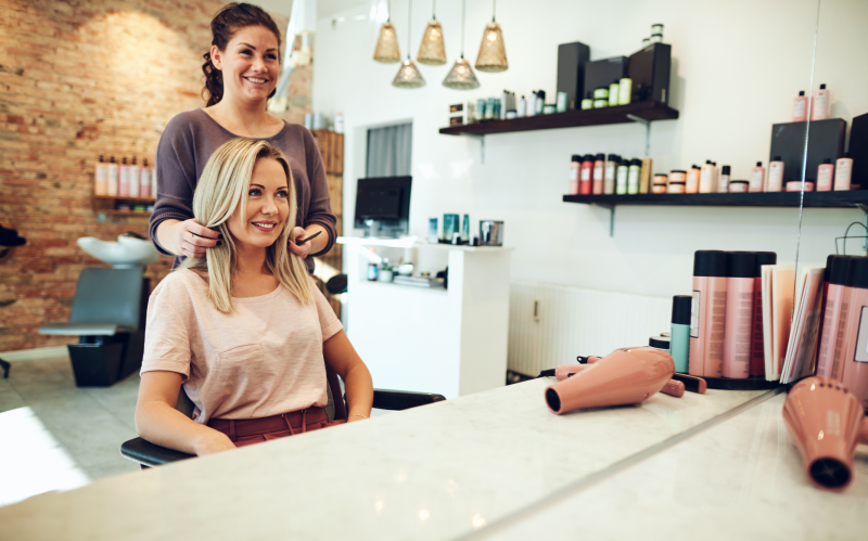 Photo of a hairstylist proposing a new look for her client